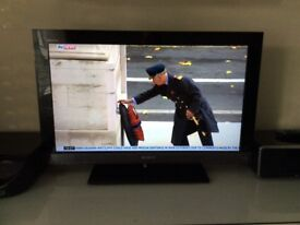 """SONY BRAVIA 32"""" LCD TV WITH BUILT IN BLU-RAY PLAYER EXCELLENT CONDITION"""