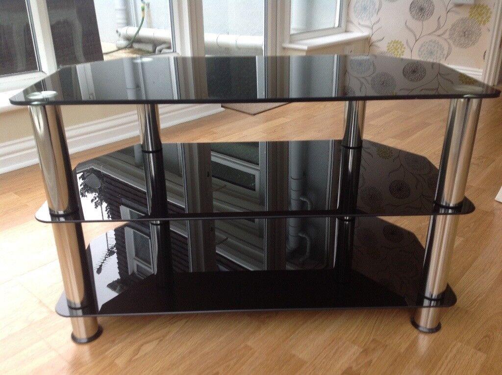 Glass/chrome leg tv table