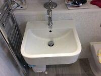 Porcelain sink and holding bracket