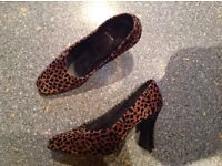 Size 6 tigger pattern suade style shoes. immaculate. Great for hols/festivals...leave when trashed.