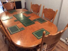 Extendable wooden table seats 2,4 or 8