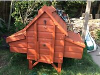 chicken coop for 4 hens,in good condition.
