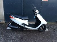 Yamaha Vity 125 scooter 2012 full MOT Snow White colour - very good condition for its age