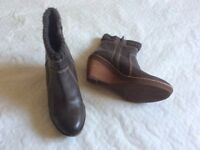 CLARKS GREY LEATHER LADIES ANKLE BOOTS