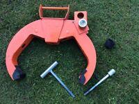 Caravan or trailer wheel clamp