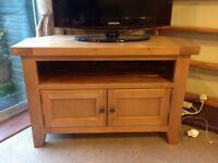 Oak TV stand. Excellent condition.