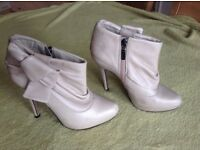 Ladies River Island leather cream ankle boots size 5