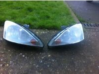 Ford focus mk1 pair of head lights with bulbs good condition