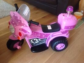 Electric rechargeable princess quad bike looks new used indoors only