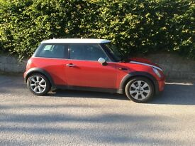 Mini Cooper 1.6 recently serviced with 1 years MOT. Reliable and clean inside and out.