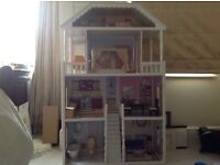Kidkraft Savannah dolls house with 14 pieces of furniture.