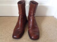 Ladies Brown Leather Boots size 38, (5)