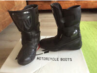 LADIES BLACK LEATHER MOTORCYCLE BOOTS - size 6