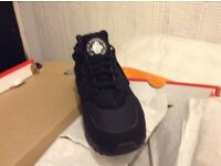 LIMITLESS TRAINERS PRESENT - BLACK HUARACHES RUN ULTRA Sizes - 6,6.5,7 & 7