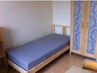 single room in roehampton available now all bill include £500per month sw154pr