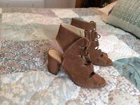 Women's oasis gladiator sandals size 36
