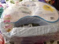 Breastfeeding/nursing pillow