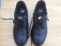Black V12 Tiger safety work shoes/steel toe caps brand New size 9 Eur 43
