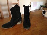 Black suede ladies cowboy boots size 7