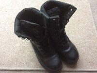 Black combat boots - Size 6 - VGC