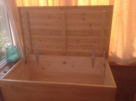 Large Stripped Pine Blanket / Storage Box - excellent condition.