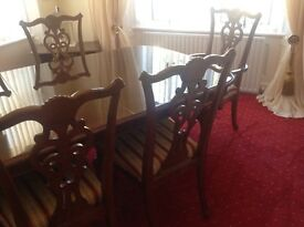 Traditional dining table and 6 chairs