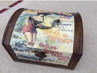 Small attractive wooden box. Approx 9.5 x 8 x 6 inches.