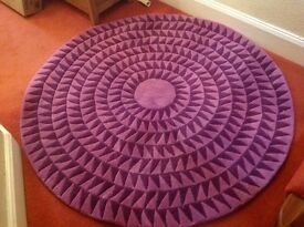 Beautiful geometric round purple rug