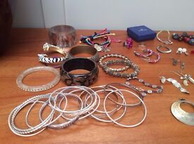 Large Selection of Assorted New and Used Ladies Women's Jewellery (Earrings Necklaces Bangles)