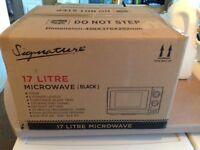 17L Microwave in Black