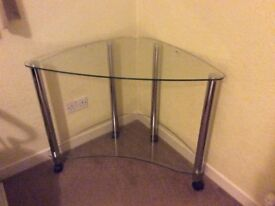 Glass computer desk that fits neatly into a corner. As new - no marks or scratches.