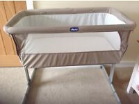 Chicco next to me crib Dove/ co-sleeper cot & 2 Chicco fitted crib sheets