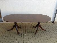 Extendable oval mahogany table and eight matching chairs. Regency style.