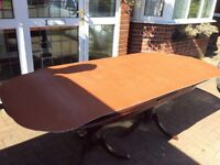 Mahogany extendable dining table, vgc can deliver