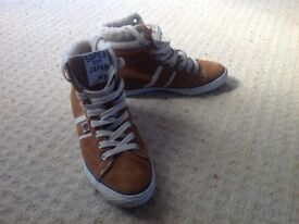 Brand New Ladies Superdry Size 5 Converse style boots