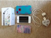 Apple 4s white iPhone with box charger & 3 cases vgc
