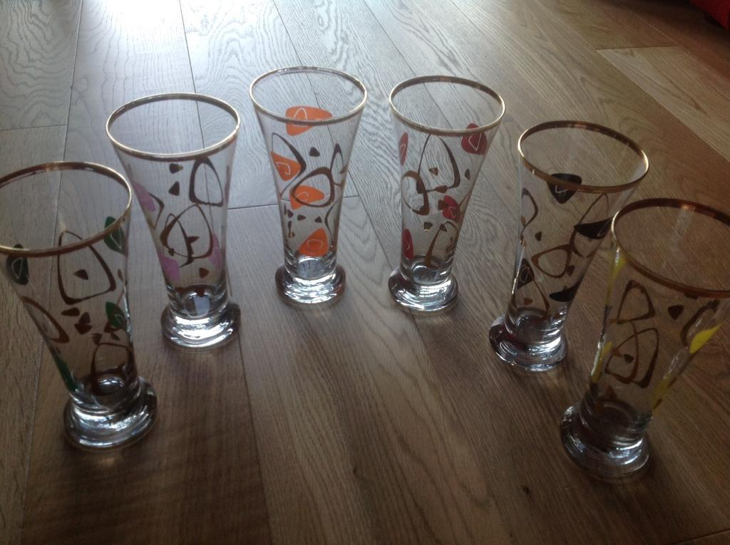 Highly Collectible & Rare - Stunning vintage (retro design) set of 6 glasses (different colours)