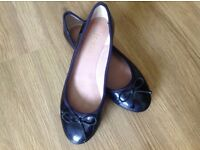 Womens dark navy patent pumps (size 4/37)