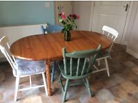 BEAUTIFUL EXTENDING OVAL PINE DINING TABLE