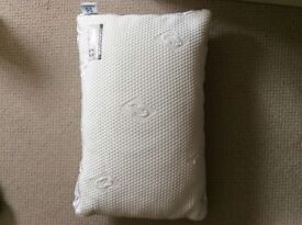 Sealy pillow, new, collection farthinghoe