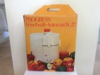 AUTOMATIC FRESH JUICE EXTRACTER