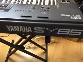 Yamaha SY 85 workstation