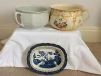 2 chamber pots and a willow pattern dish