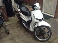 Peugeot tweet 125cc spares or repairs easy fix