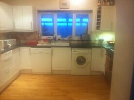 Large single rooms in shared house £70p/w including all bills