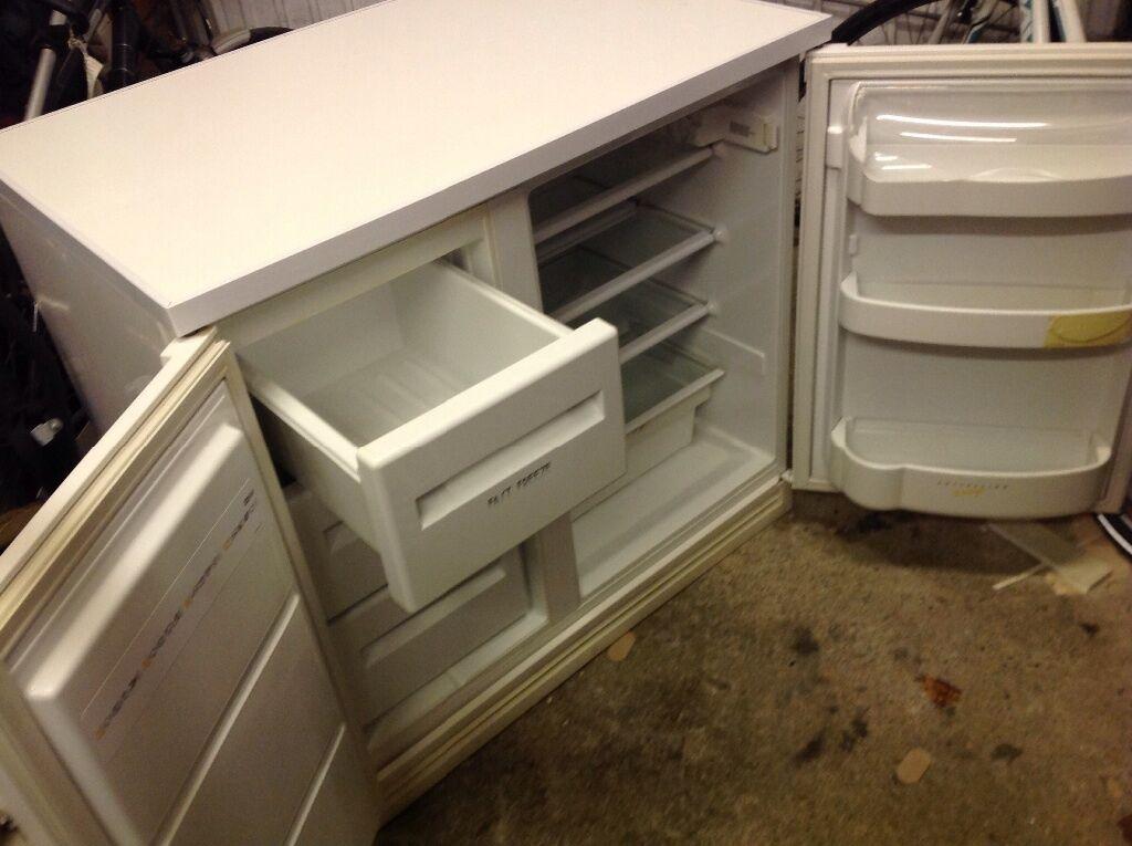 Zanussi Under Counter Fridge Freezer Side By Side In