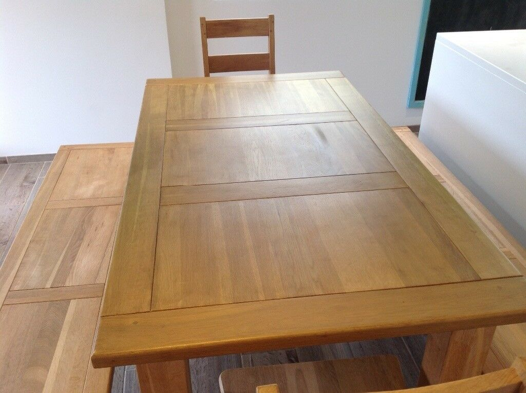 Large oak table with 2 benches, 2 chairs and 2 extenders