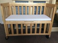 Crib - baby bedside co-sleeping wooden dropside crib with mattress has various height settings