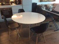 White round 'Eiffel' dining table + 4 matching 'Eiffel' chairs in black