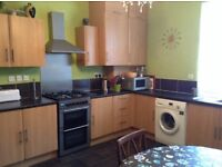 Large airy room own bathroom, all bills included, quiet street, near ring road/ M621,